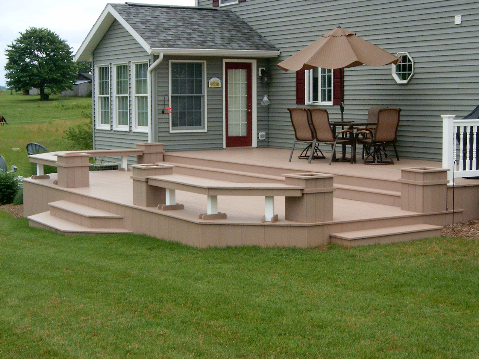 Outdoor decks designed to suit your needs and your budget for Backyard deck designs pictures